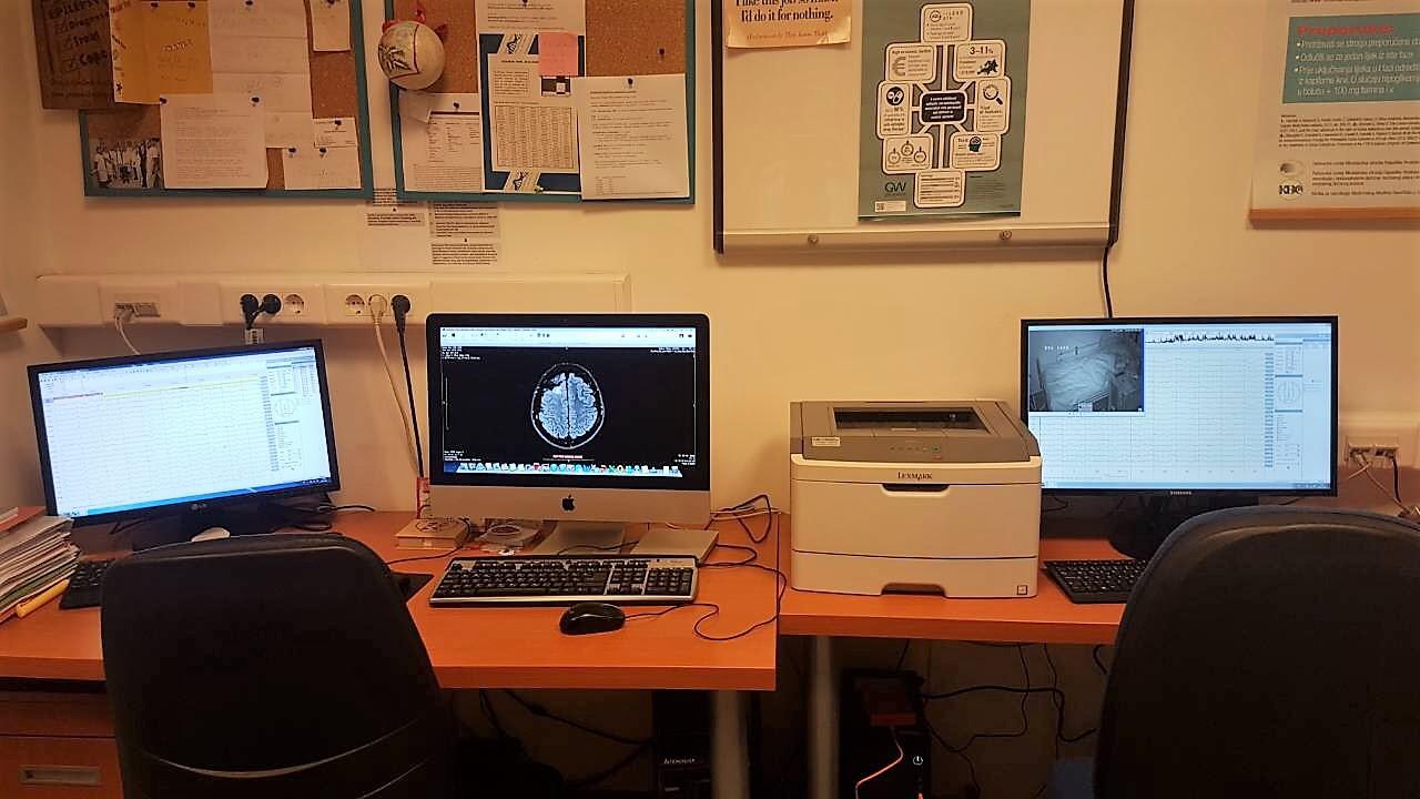 Slika 3. EEG sustav s videometrijom i čitalačkom stanicom